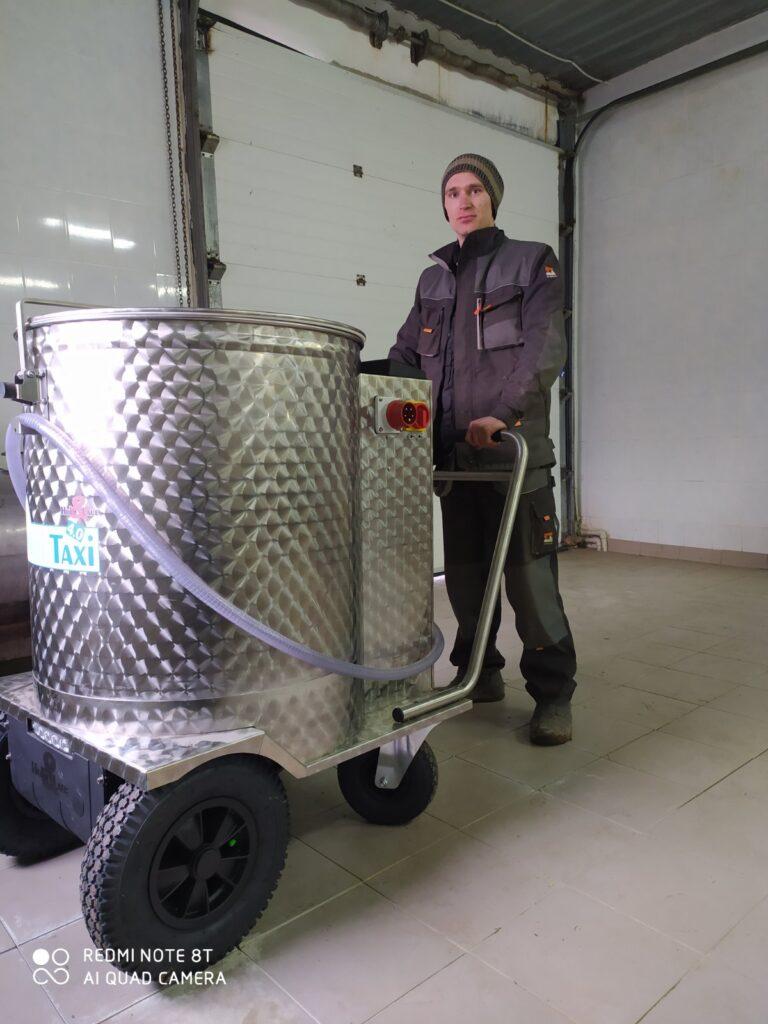 Installation of a dairy taxi 4.0 (Litinsky breeding farm)
